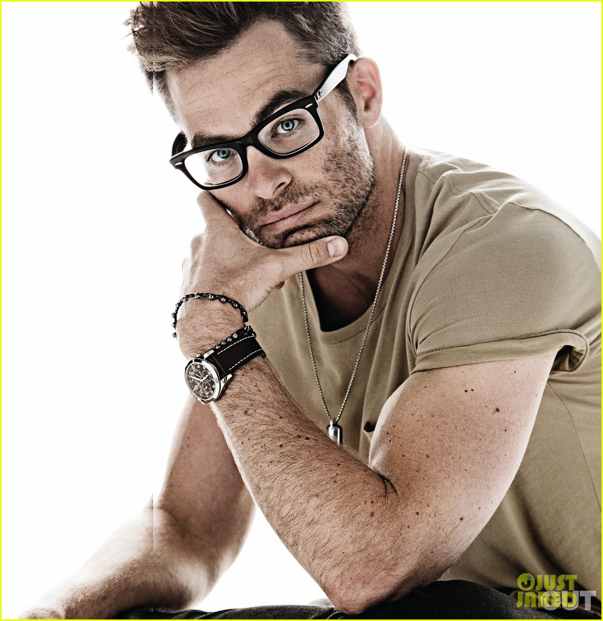 Chris Pine Chest and Biceps Size
