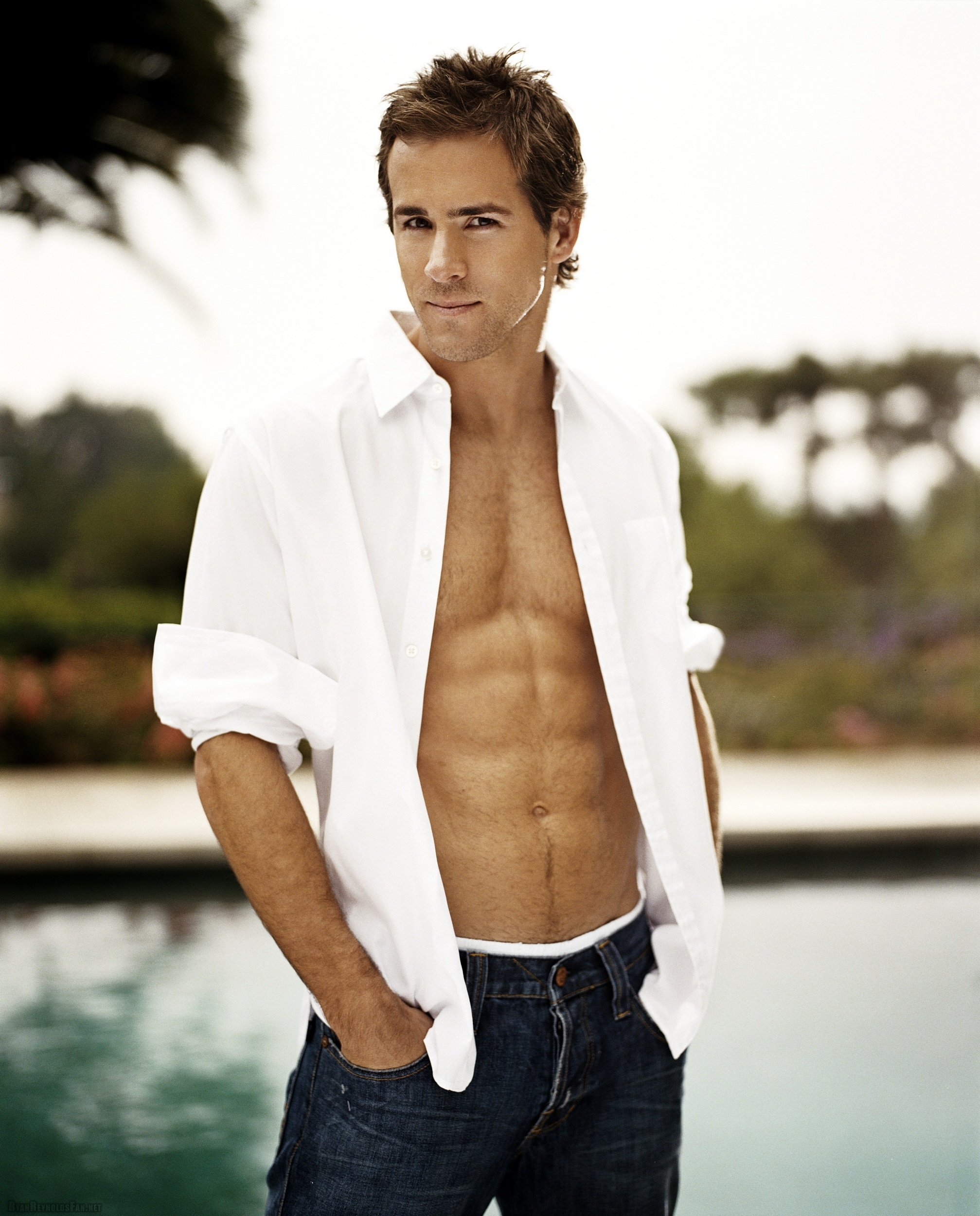 Ryan Reynolds Chest and Biceps Size