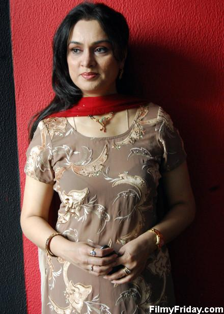 Indian celebrity height and weight