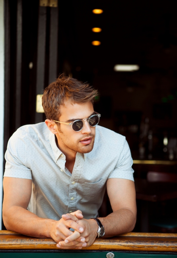 Theo James Biceps Size