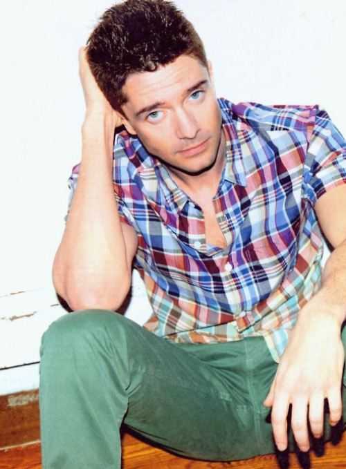 Topher Grace Biceps Size
