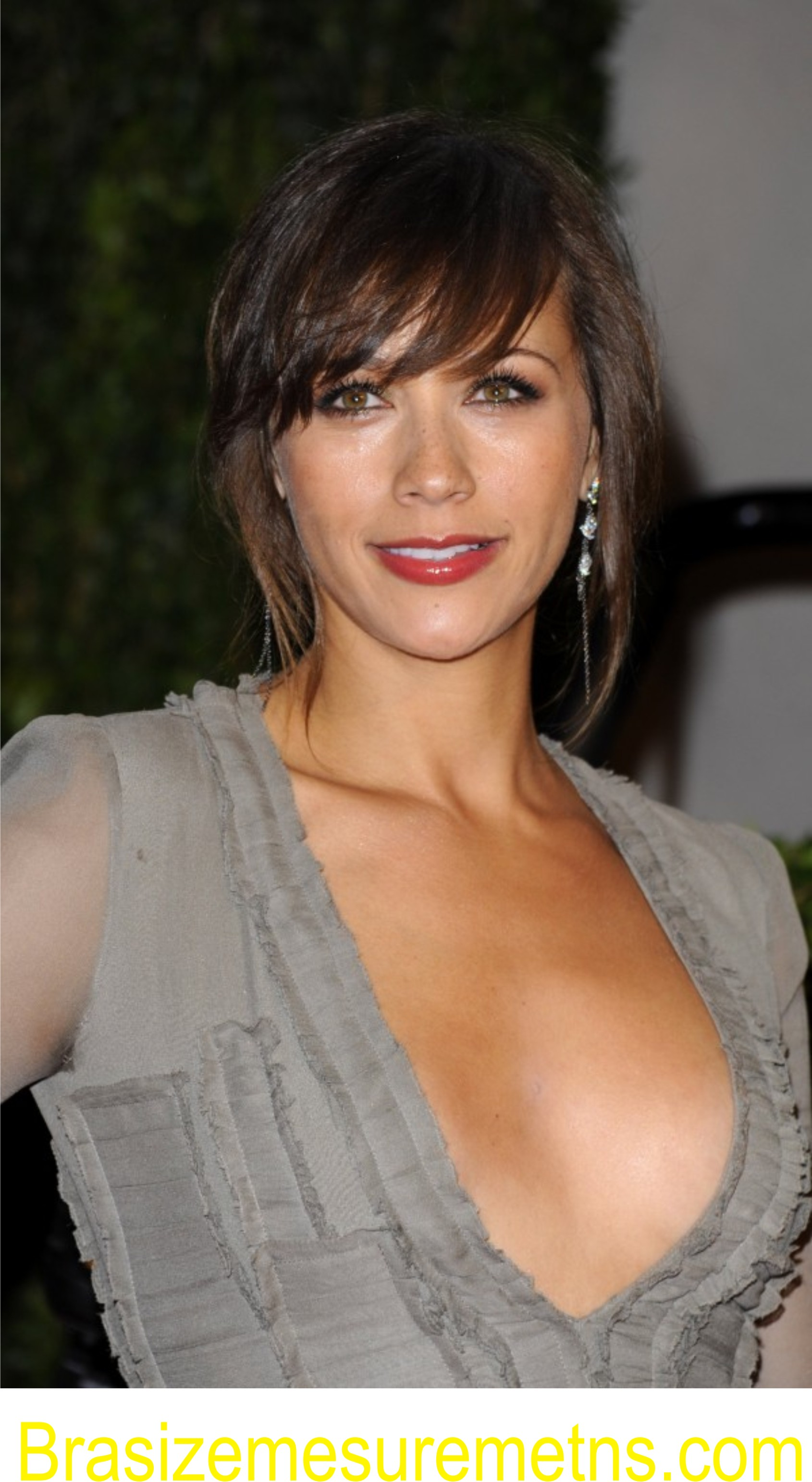 Rashida Jones Bra Size