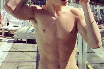 Shawn Mendes Weight, Height and Body Measurements
